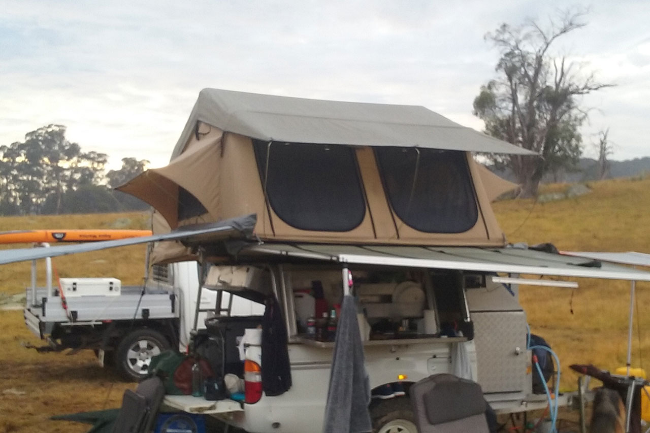 Second Hand 4-Person Roof Top Tent